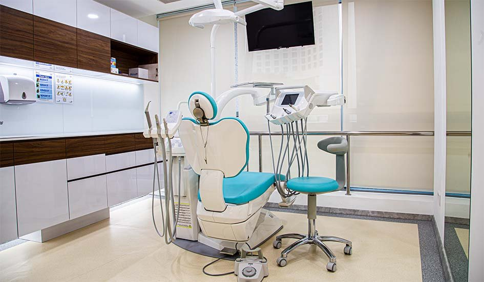 emergency-and-night-dentistry-dental-care-check-up-oral-health