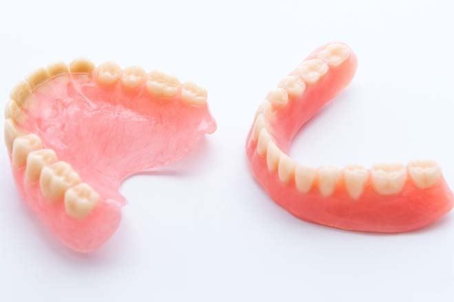 full-plastic-or-acrylic-dentures-dental-care-oral-health