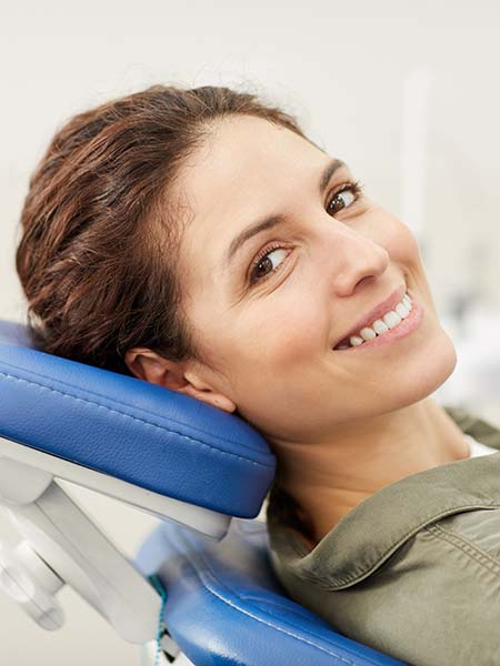 what-type-of-gum-diseases-are-there-woman-dentists-consultation