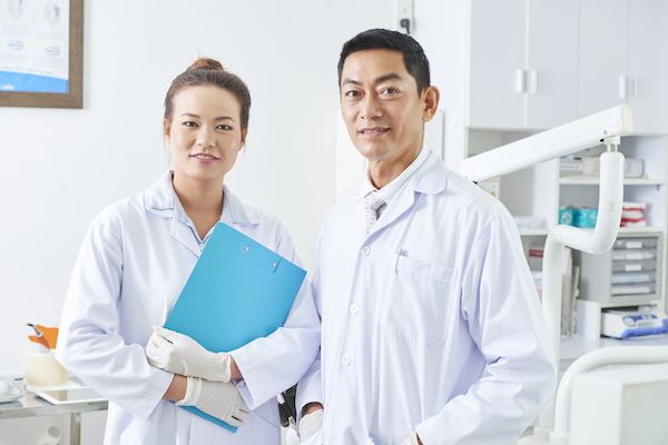 dentist-and-his-assistant
