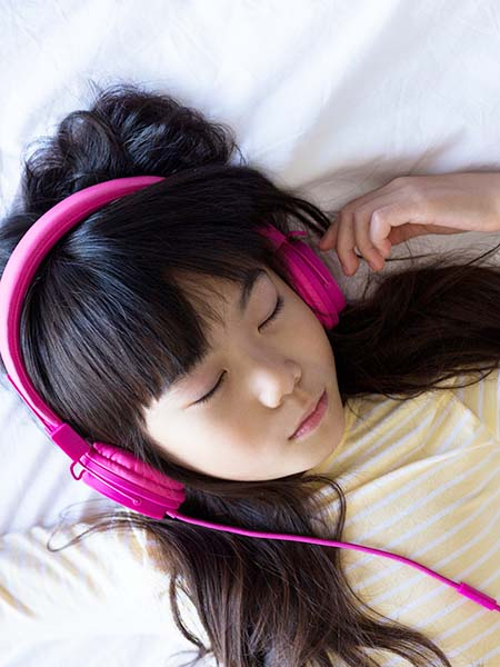 distraction-techniques-music-sleeping-kid-girl-dental-care-health-check-up