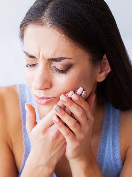 do-i-need-wisdom-tooth-surgery-woman-pain