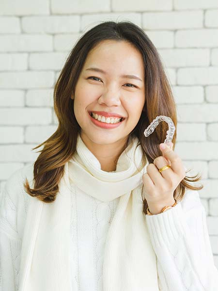 how-does-invisalign-use-the-latest-technology-dental-care-asian-girl-check-up-oral-health