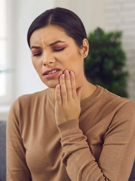 swollen-or-bleeding-gums-woman-feeling-pain-dental