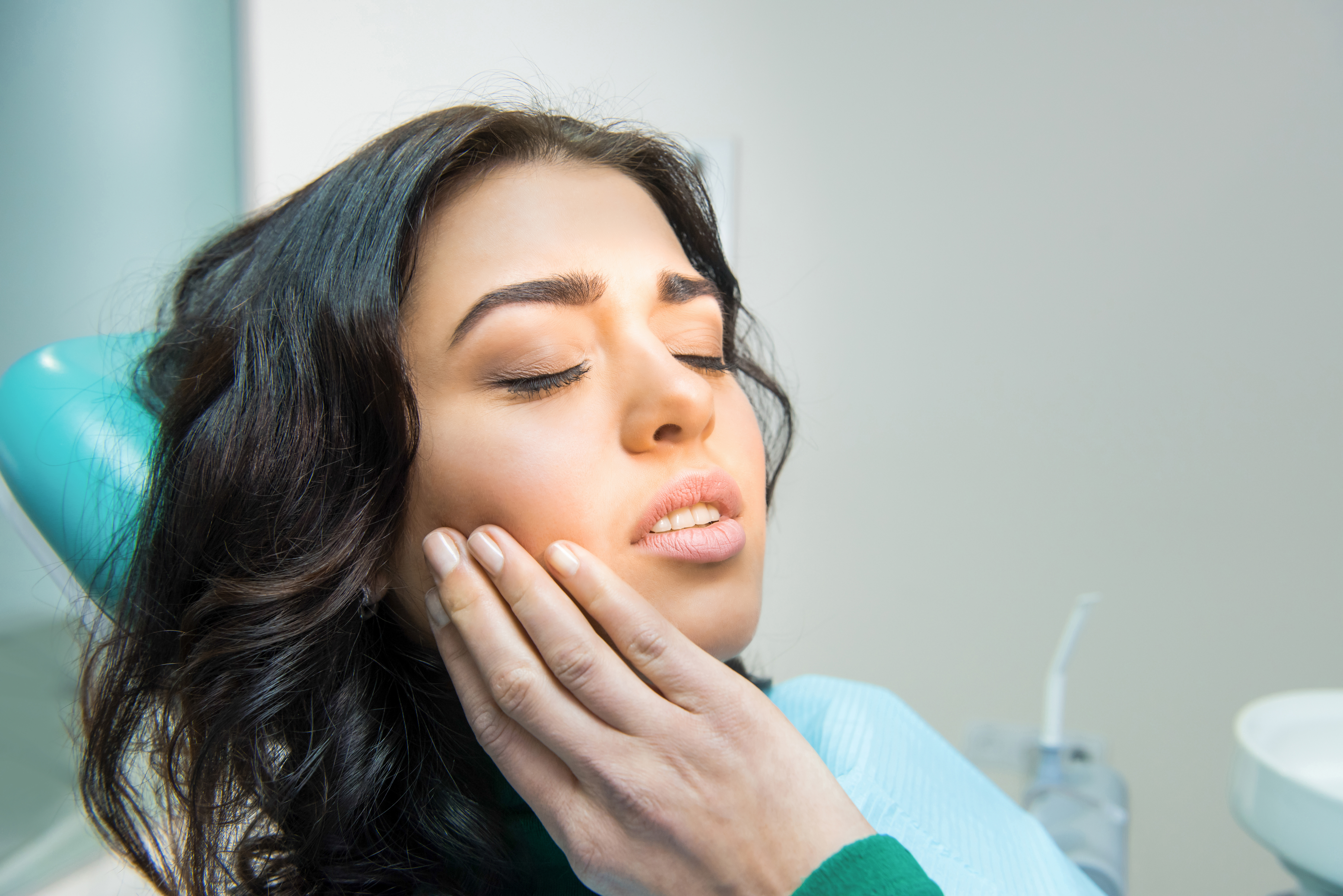 girl-with-gum-pain